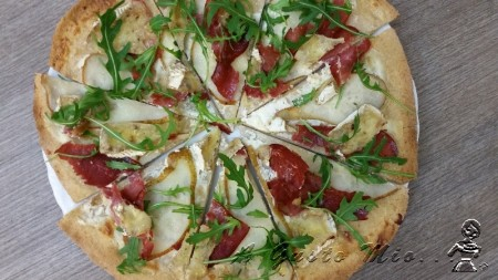 Pizza integrale con le pere e camembert 02